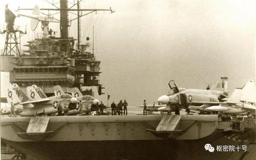 美航母编队绝不会让别国军舰如此接近?打脸照片来