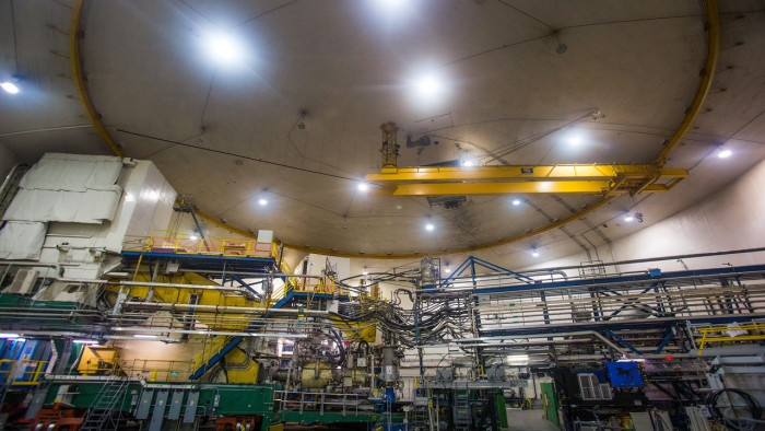 铅原子核测量结果表明中子星可能比预期的要大