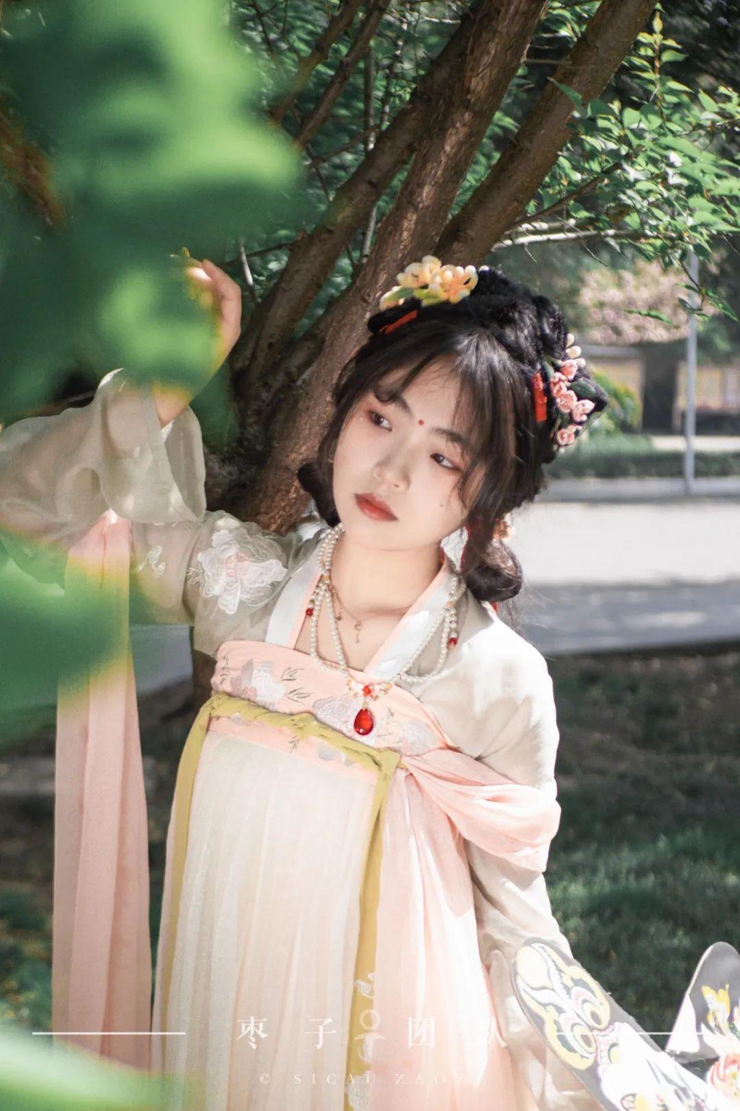 美!美!美!与汉服少女共赏川农晚春图片