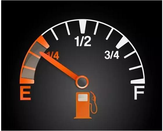 明明加满了油,为啥油表指针就是不动?