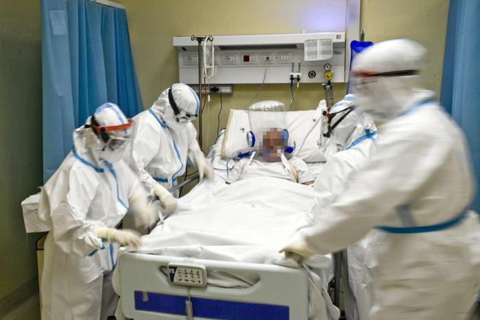 意大利疫情曲线缓慢下降 多数大区新冠重症床位占用率仍超警戒值