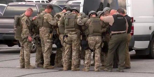美国两名警察和两名人质在血腥持枪对峙中身亡