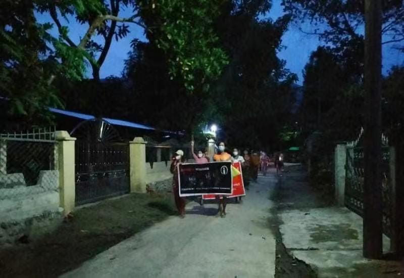 缅甸多座城市爆发反对军方游行示威 部分示威者被捕