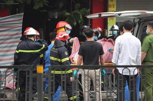 越南河内一商铺发生火灾 致4人死亡