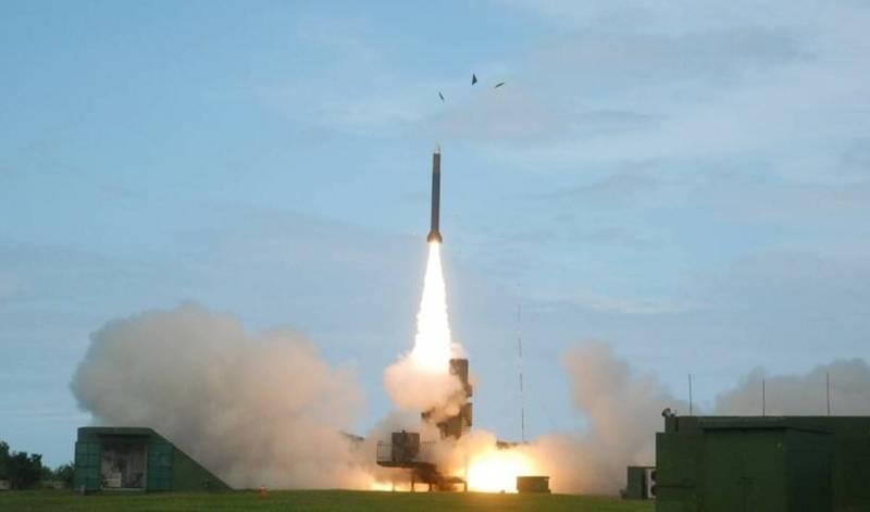 台军今起面向东部试射火箭炮导弹 解放军情报船现身