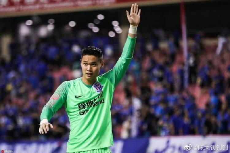 沪媒:陈钊转会重庆有回购条款,申花一线队报名约31名球员
