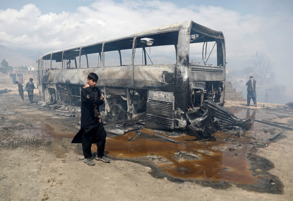 阿富汗再现炸弹袭击事件:一大巴被炸 25名乘客死伤