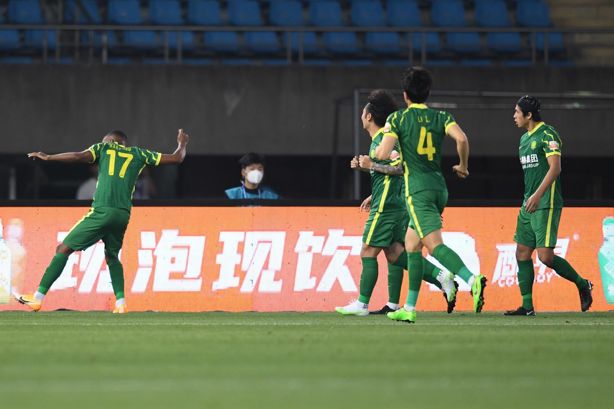 半场:张玉宁开场造点巴坎布命中破球荒,武汉0-1国安