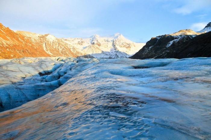 瓦特纳冰原偏远、原始地区发现微塑料 科学家正评估其对冰川的影响