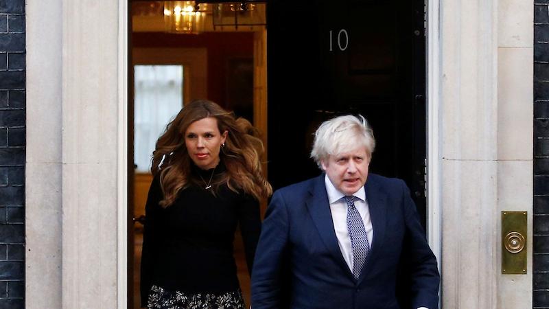英国首相因马斯蒂克岛之旅接受议会调查
