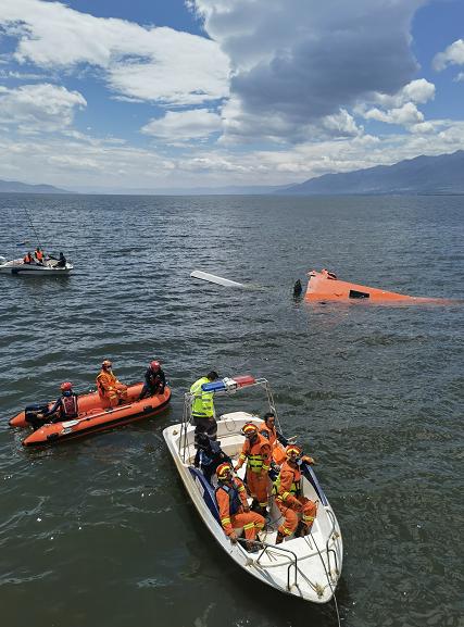 云南大理直升机坠入洱海:4名机组人员不幸遇难图片