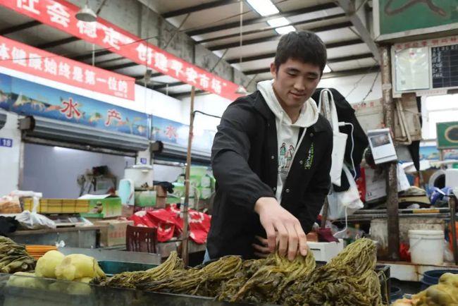 """柔道全国冠军回家帮父母卖咸菜走红网络,来看这位上海""""励志哥""""的成长故事"""