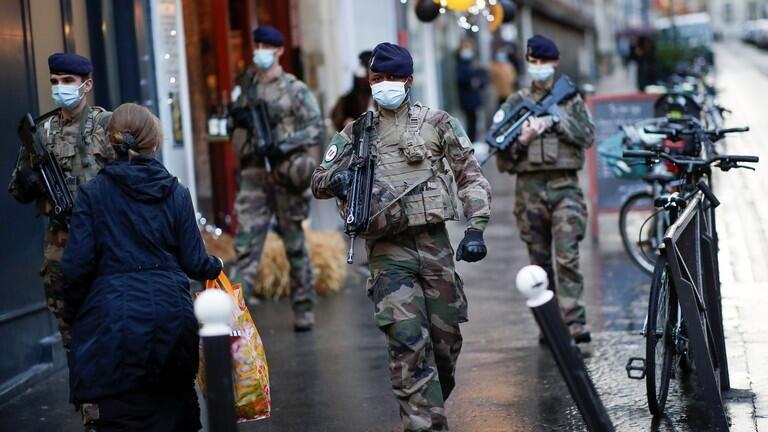 法国军人致信马克龙:法国又一次酝酿着内战!