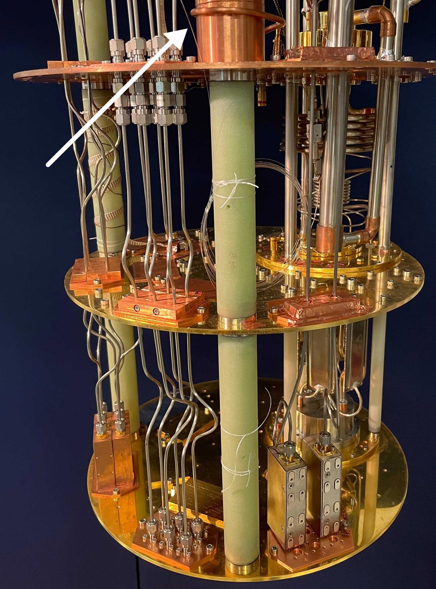 建造具有巨大处理能力的超导量子计算机的秘密:光纤