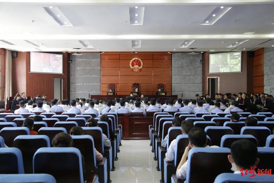 四川万源百年石狮被盗案开庭:犯罪团伙被控盗掘多座古墓葬,39人受审