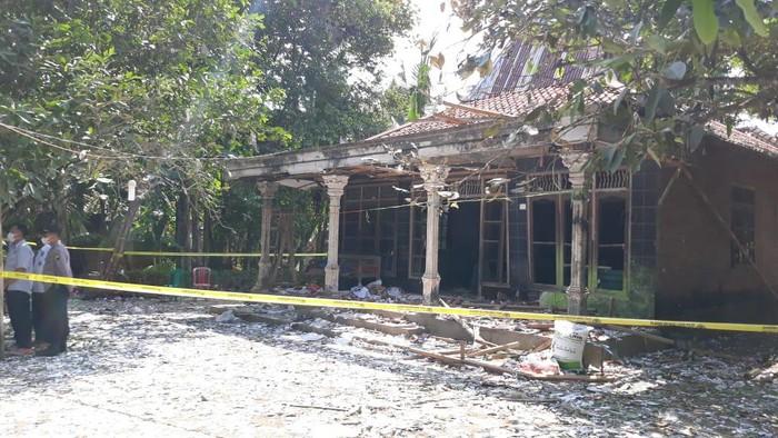 印度尼西亚中爪哇一地区4人因燃放鞭炮被炸身亡