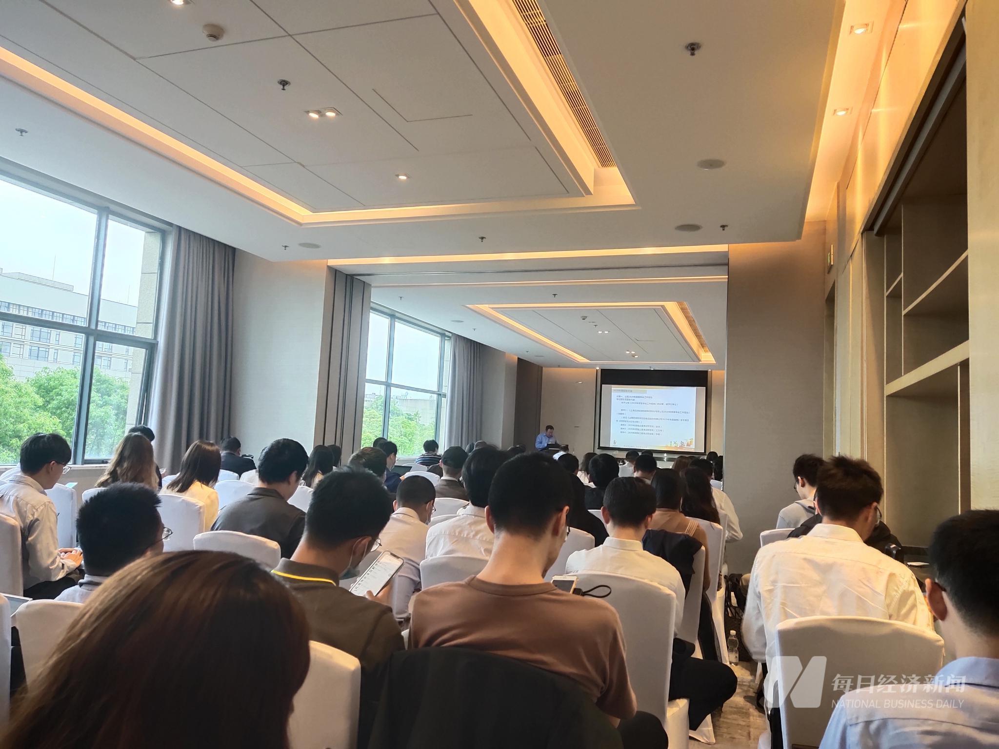 直击百润股份股东大会,董事长刘晓东:预调鸡尾酒渗透率尚低 一线城市经销商网络仍有欠缺