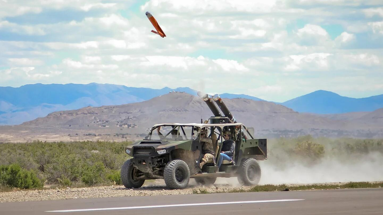 研究无人机蜂群战术?美军被曝测试无人机发射战车