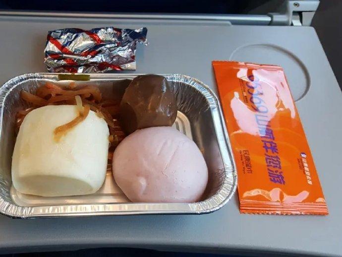 网友晒山东航空的飞机餐:不愧是山东
