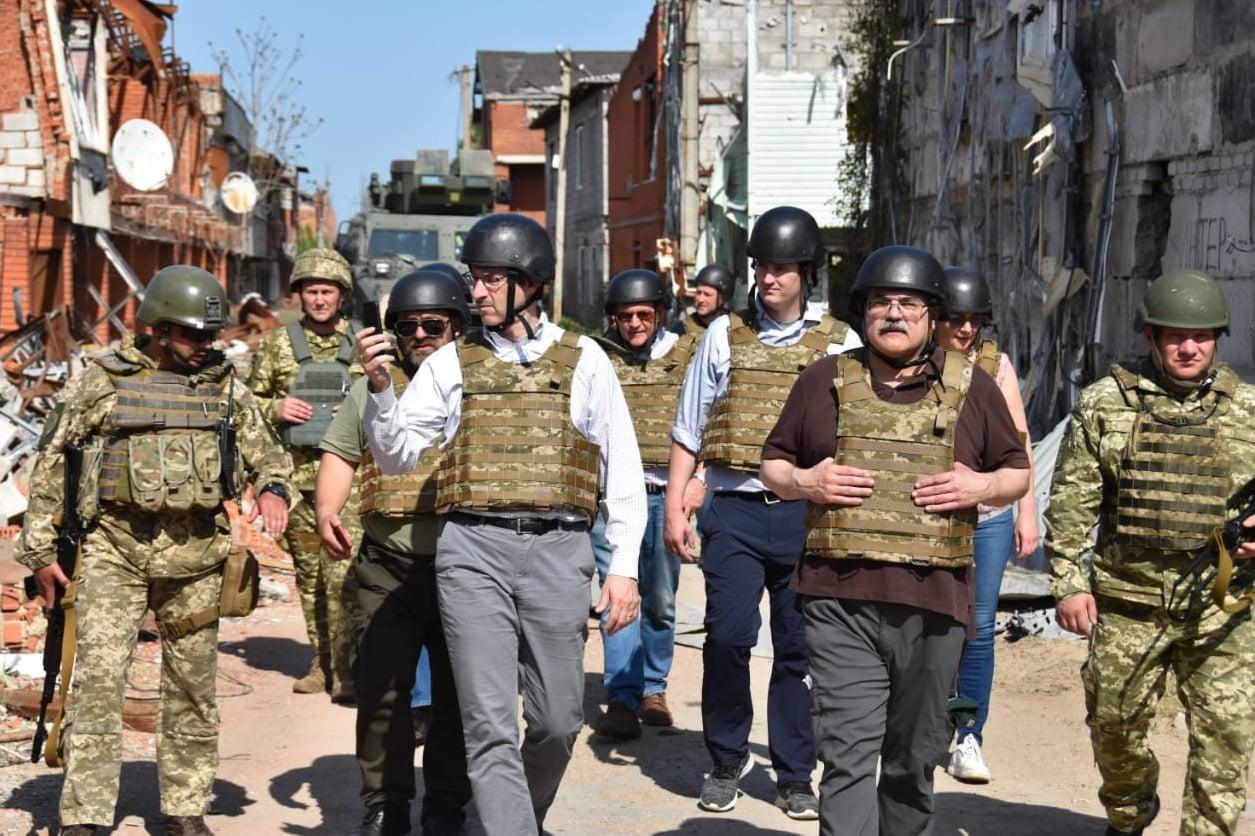 烏軍帶路 美參議院智庫代表團訪問頓巴斯邊境地區