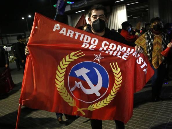"""智利中右翼在""""制宪会议""""选举中受挫,左翼回归"""