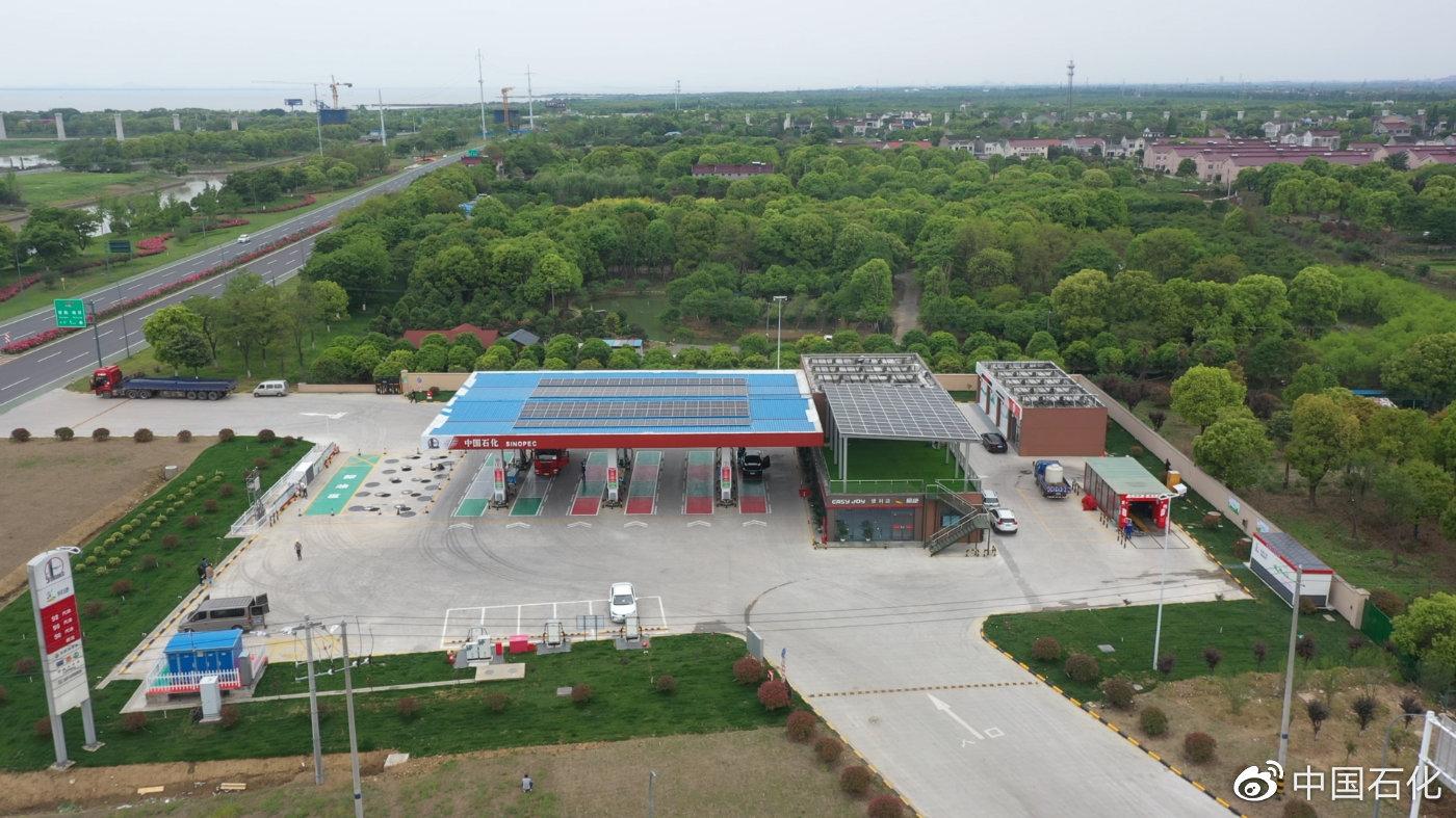中国首座碳中和加油站投运,满足自身用电需求还可余电外供图片