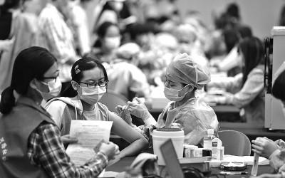 安徽大学师生有序接种疫苗