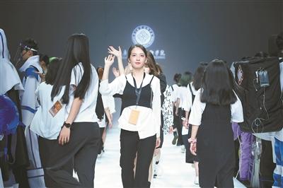 广职院连续七年亮相中国国际大学生时装周