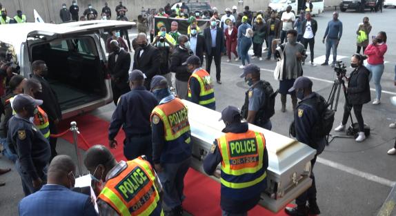 被美国警方误杀的南非橄榄球运动员遗体运送回国