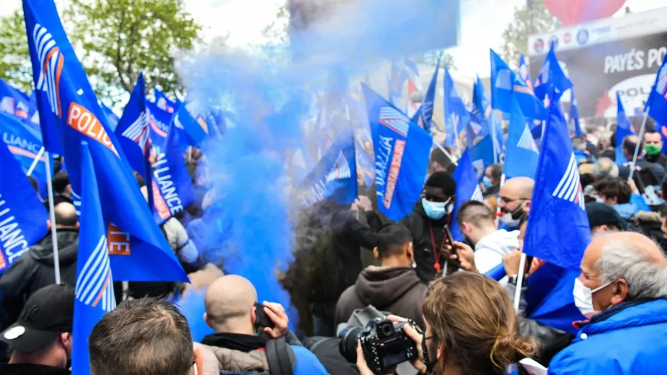 法国警察工会组织集会 要求严惩袭警犯罪