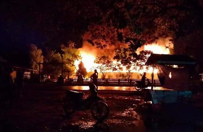 缅甸实皆省一中学发生火灾 两名消防队员牺牲