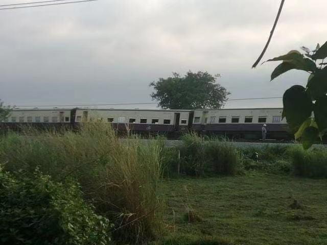 一列从缅甸勃固开往仰光的火车遭地雷袭击脱轨