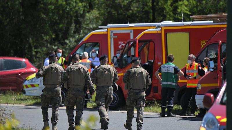 法国袭警案嫌疑人被捕 两名宪兵受伤