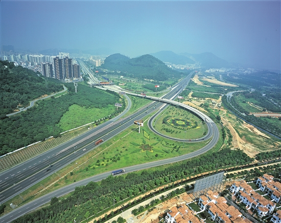 共建海陆空交通网 深圳对标国际湾区城市