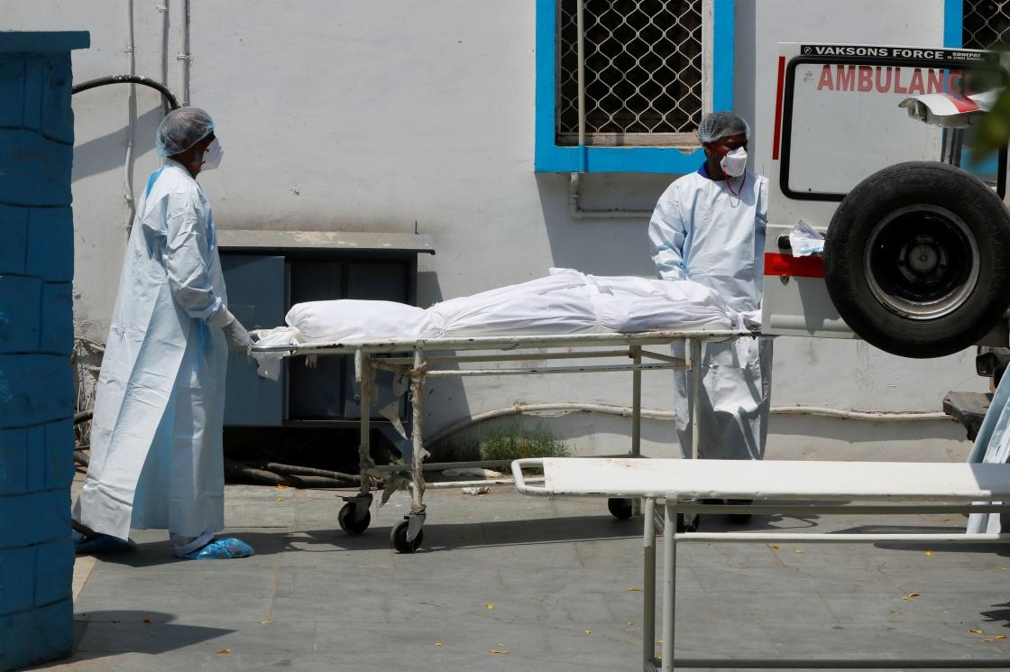 印度新增新冠肺炎确诊病例超41万例 累计确诊超2107万例插图