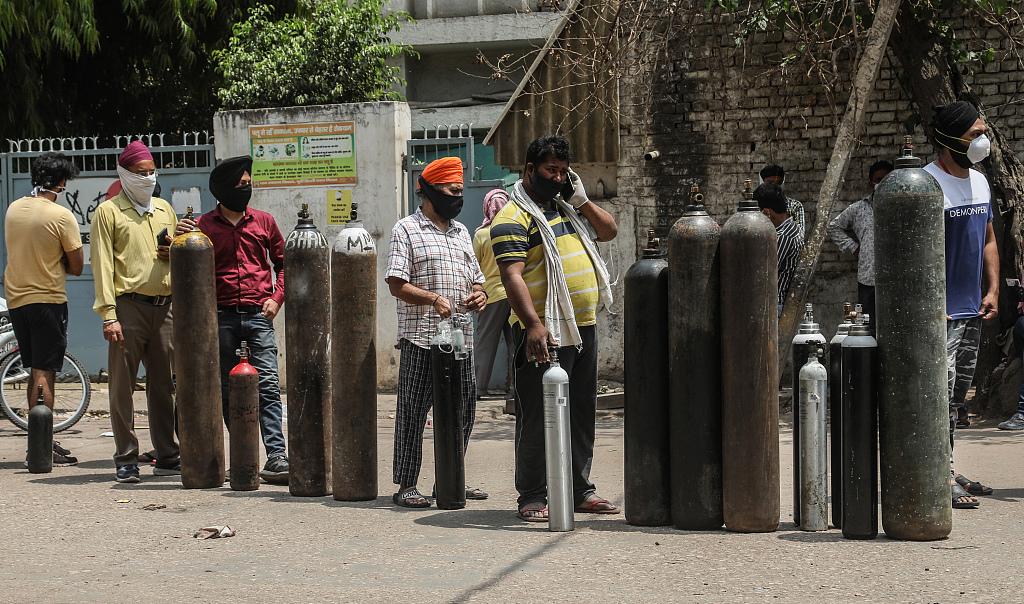 印度3名男子用灭火器冒充氧气瓶 高价卖出多个后被捕