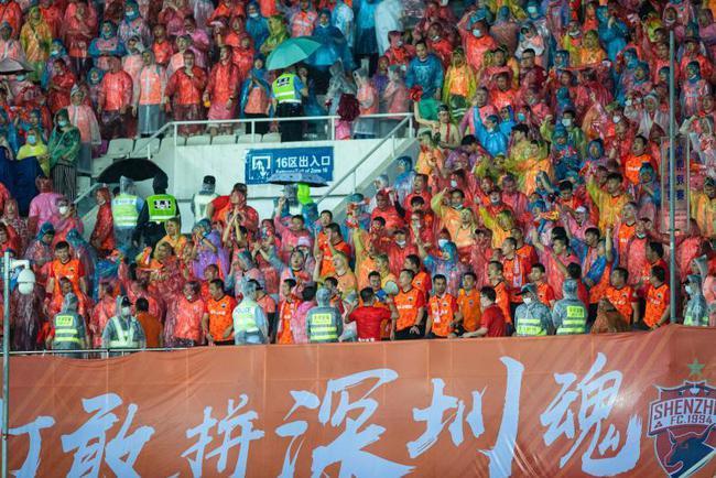 记者:从第四轮开始,深圳队18岁以下的球迷将免费看球