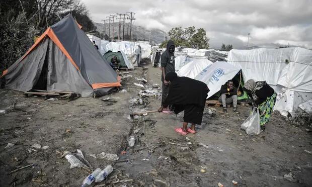 希腊难民营悲惨一幕:28岁男子孤独死在帐篷中,死后尸体被老鼠包围