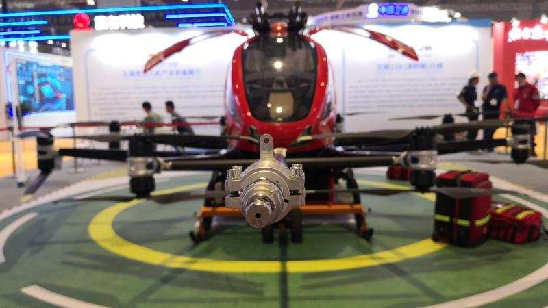 """国际一流""""救命""""设备齐聚上海,""""巨无霸""""无人机一次救两人还能高空灭火"""
