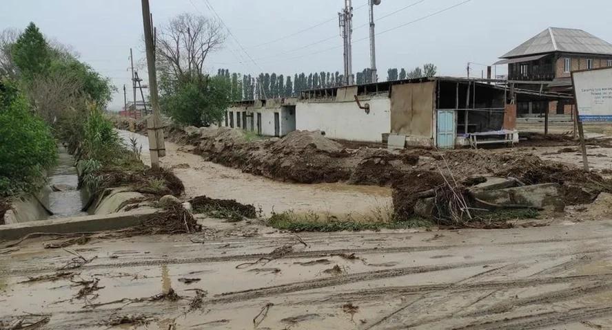 吉尔吉斯斯坦发生溃堤事件 约1500人紧急撤离