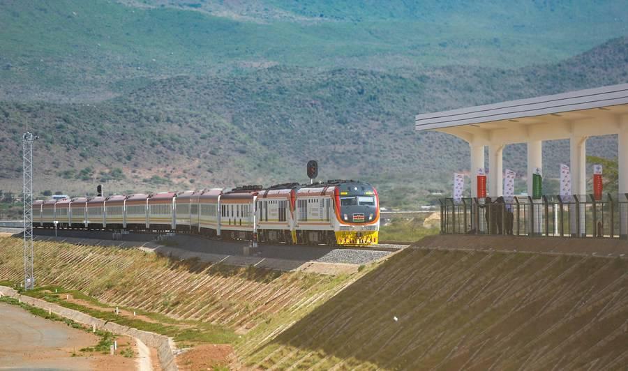 A train arrives at the Maai Mahiu Station of the Nairobi-Naivasha Standard Gauge Railway (SGR) in Kenya, Oct. 16, 2019. (Xinhua/Li Yan)