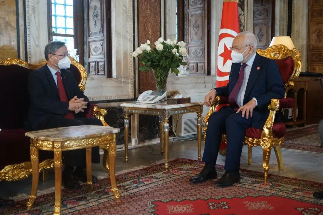 突尼斯众议长:赞赏中方推动构建人类卫生健康共同体