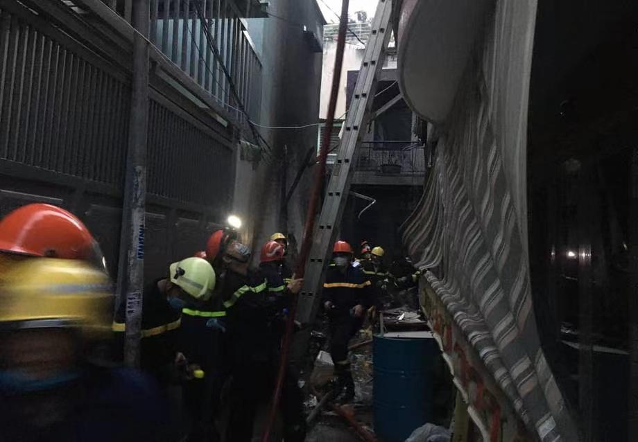 越南胡志明市一独栋建筑发生火灾 已致8人死亡