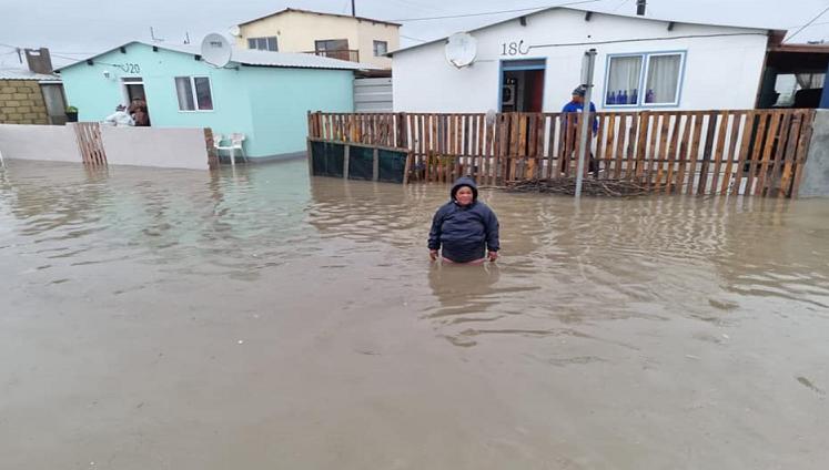南非西开普省发生洪水 造成至少4人死亡