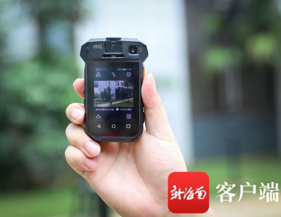 """安保机器人、AR眼镜……消博会用上""""5G""""智慧安防"""