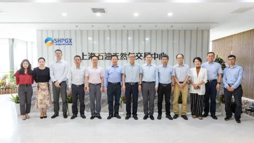 中国石油经济技术研究院党委书记余国调研上海石油天然气交易中心