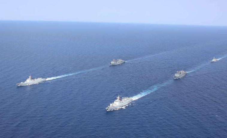 海军第37、38批护航编队在亚丁湾分航图片