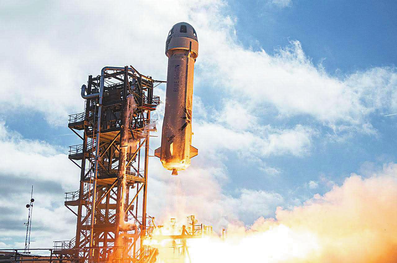 进入太空游览 世界首富准备搭乘的太空舱什么样?