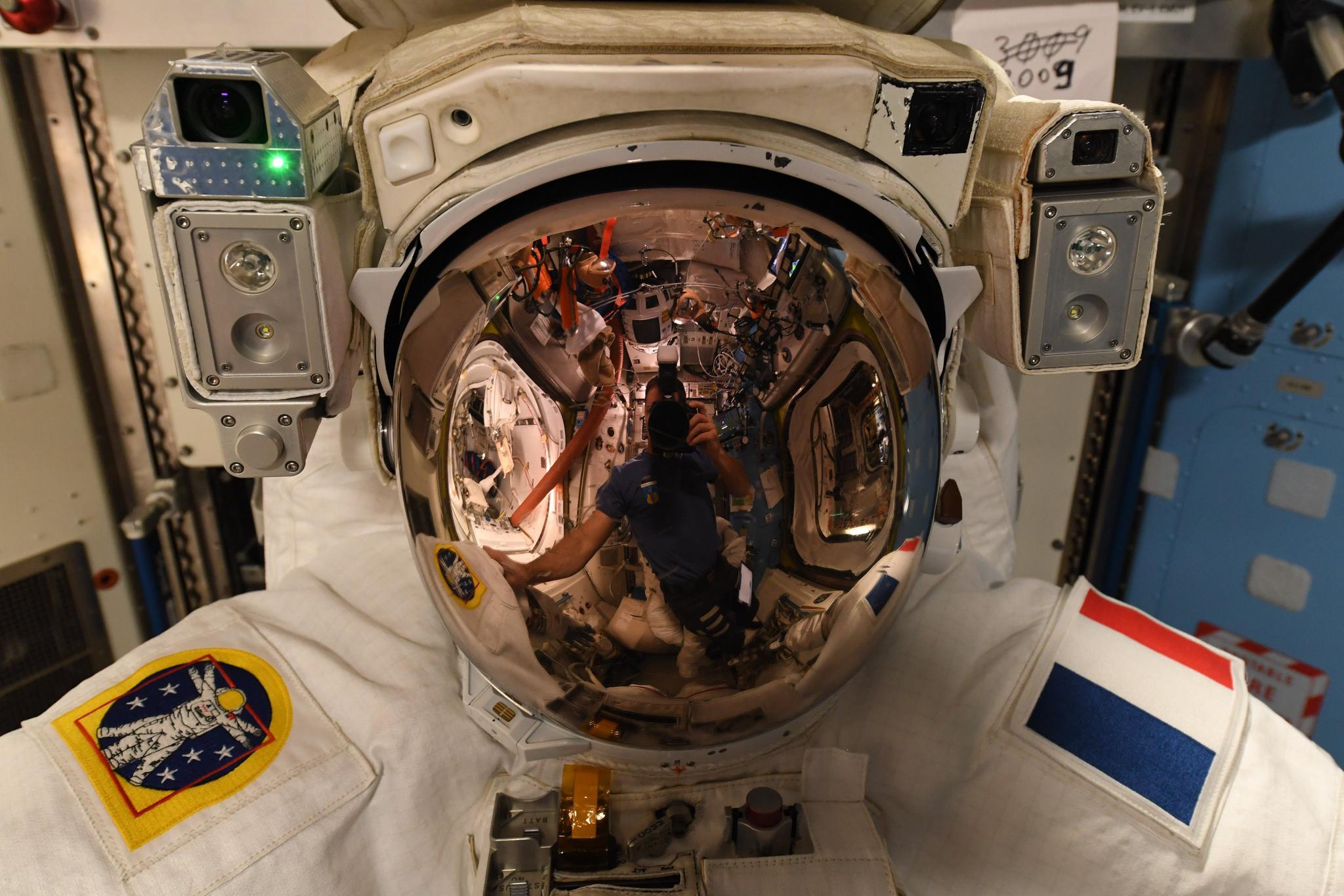 在轨法国航天员欢迎中国航天员:太空人口本周增加了43%