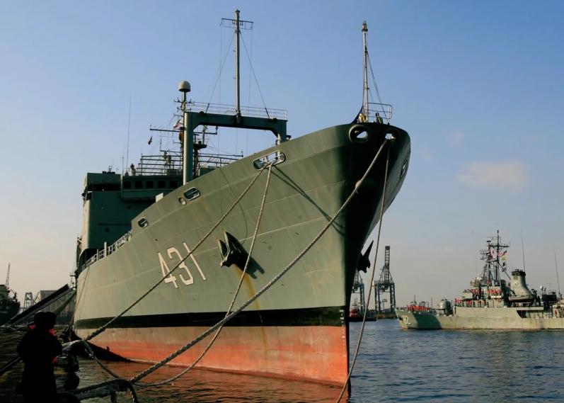 外媒:伊朗海军最大船只起火后沉没